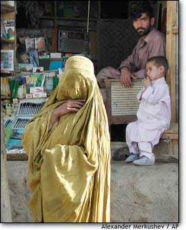 IMG: Afghan woman shopping
