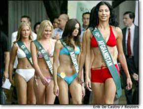 Image: Miss Afghanistan Vida Samadzai Leads Other Miss Earth Candidates During Press Preview